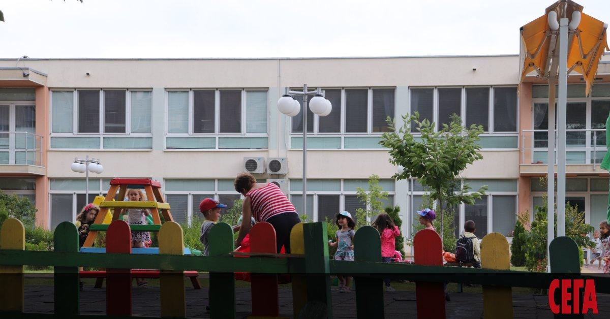 След като десетки внучета на работещи в столичните детски градини
