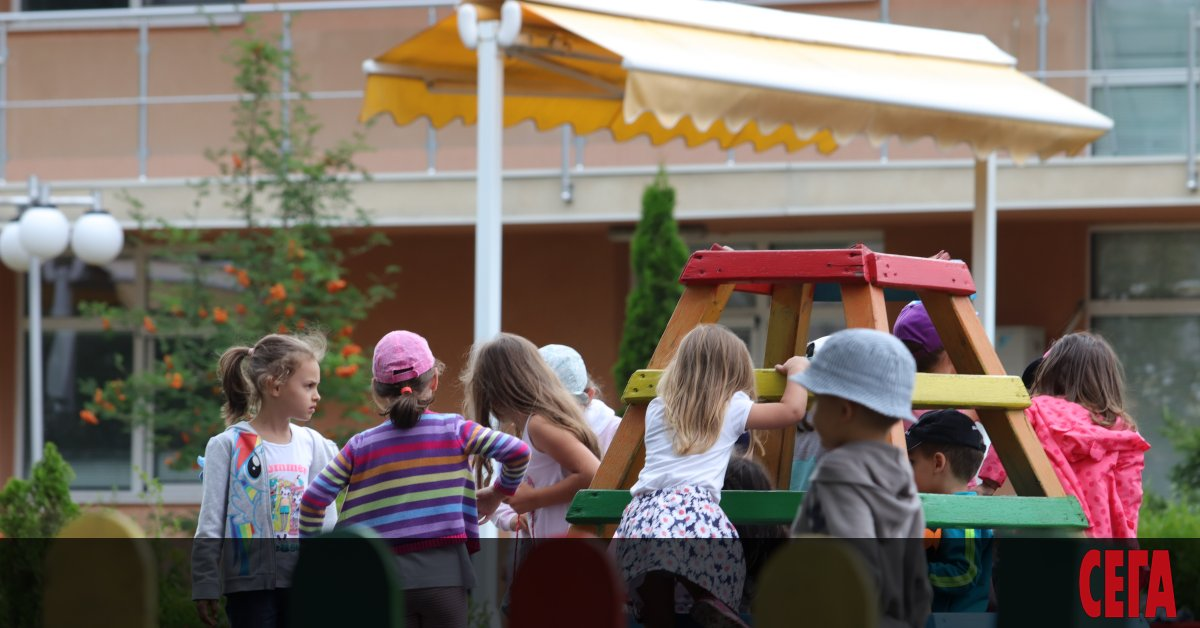 Децата в една група в детската градина може да са
