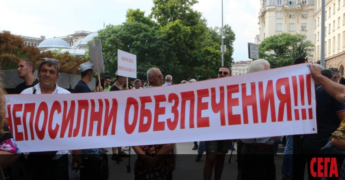 Търговци на горива отново плашат с протести на