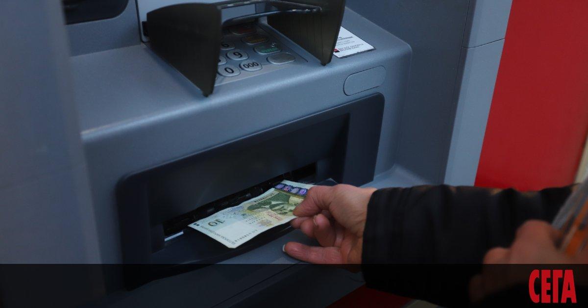Някои банки в България действат като мобилните оператори - подвеждат