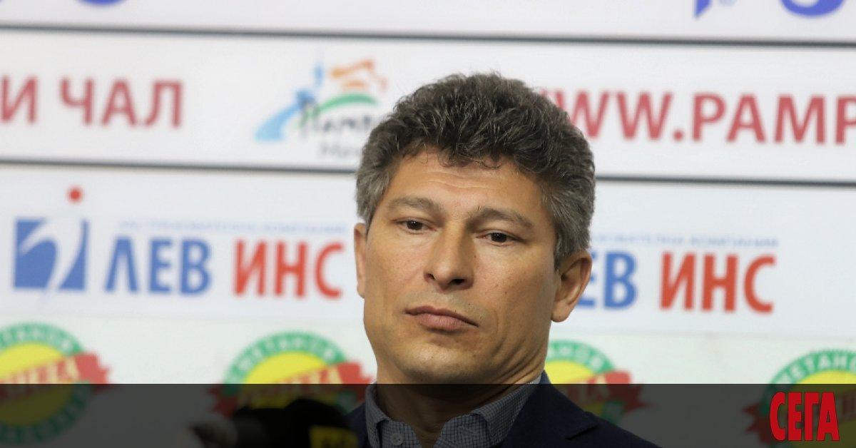 Селекционерът на националния отбор Красимир Балъков засега не показва публично