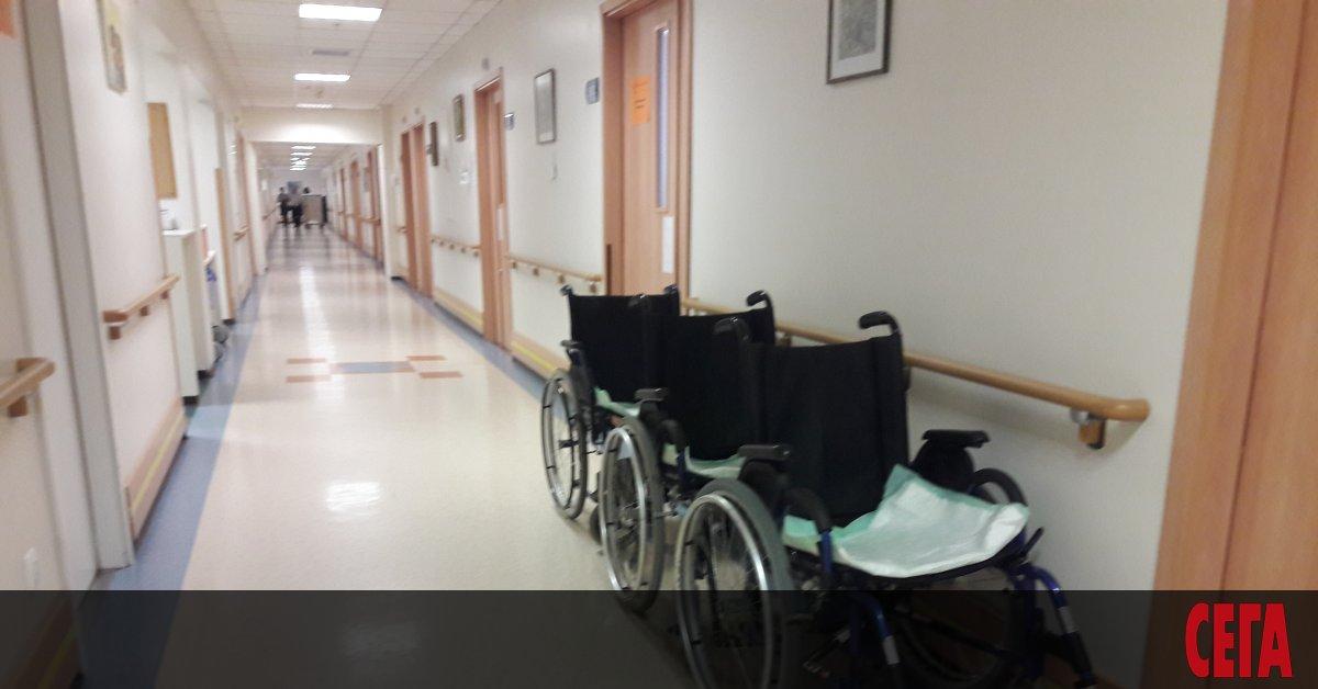 На фона на препоръки и анализи за раздутата болнична мрежа