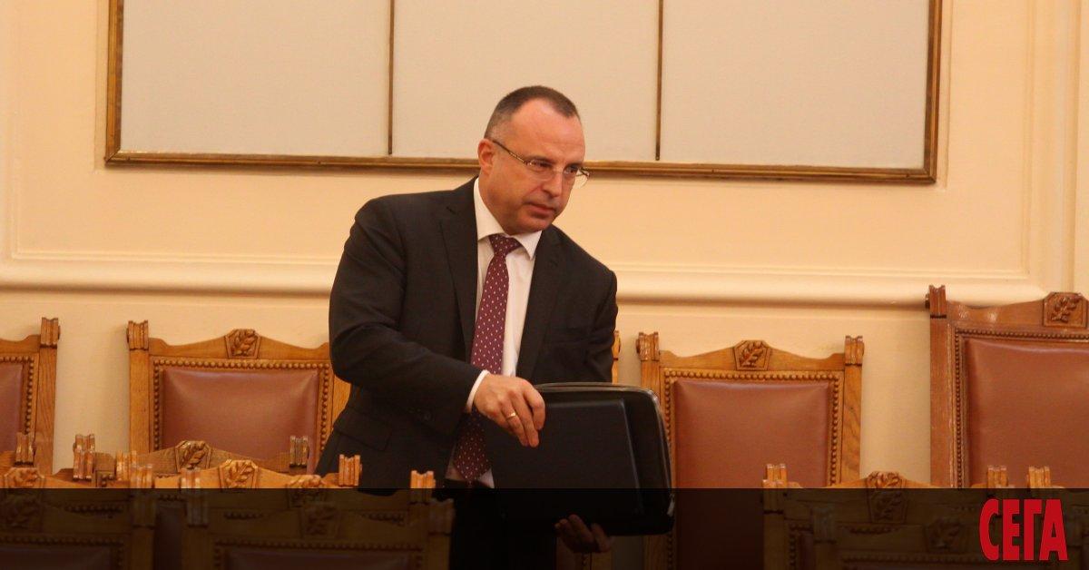 Бойко Борисов най-после показа червен картон на земеделския си министър.