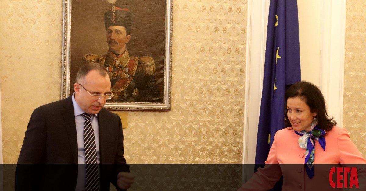 Скандалът с къщите за гости, строенис европари, но ползвани за