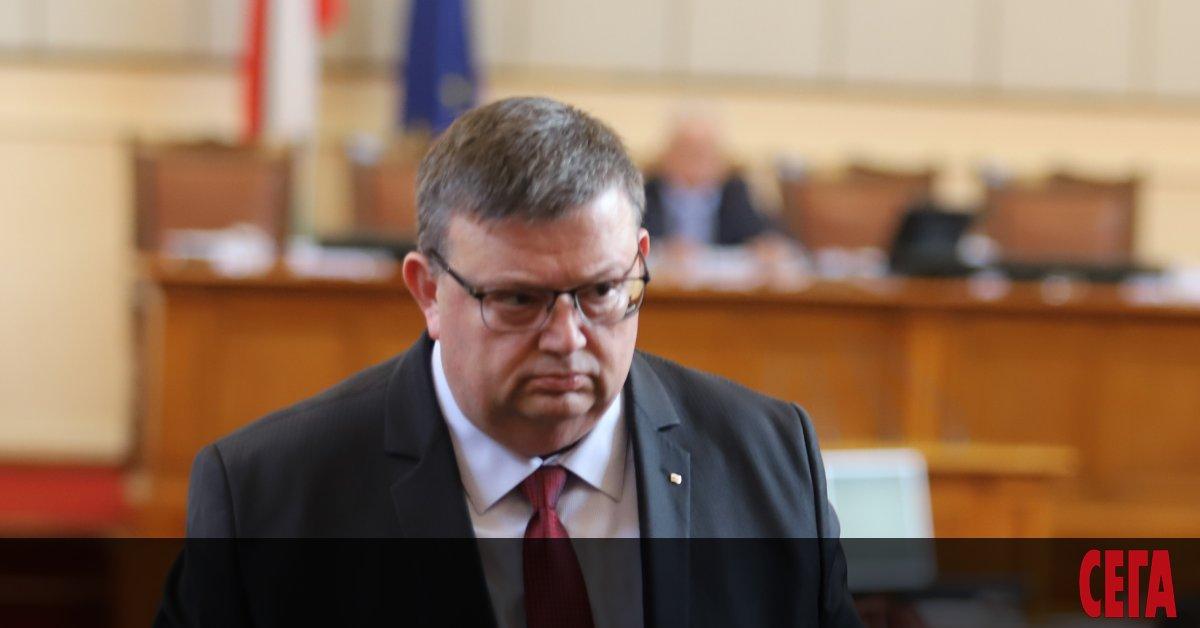 Главният прокурор Сотир Цацаров отказа на съуправляващата ВМРО да иска