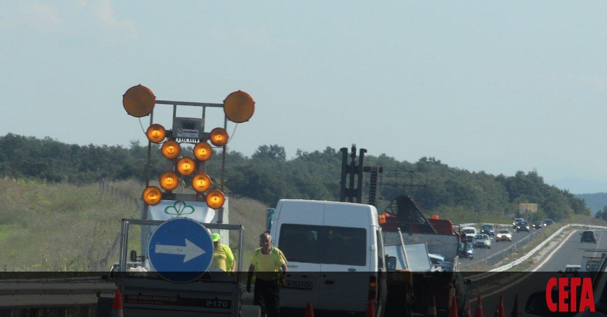 Ремонт на мантинелитев средната разделителна линия при202–ри км на автомагистрала