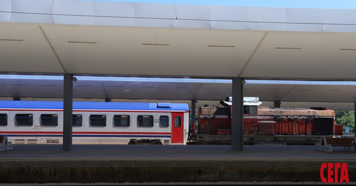 Поетапно се осъществява допускането на сутрешните влакове в Централна гара