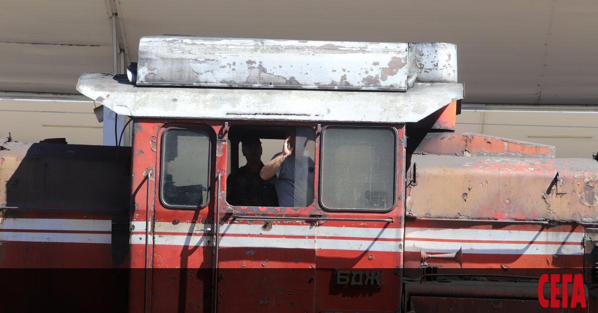 Влакът Бургас-София е аварирал малко след село Чинтулово, Сливенско. Десетки