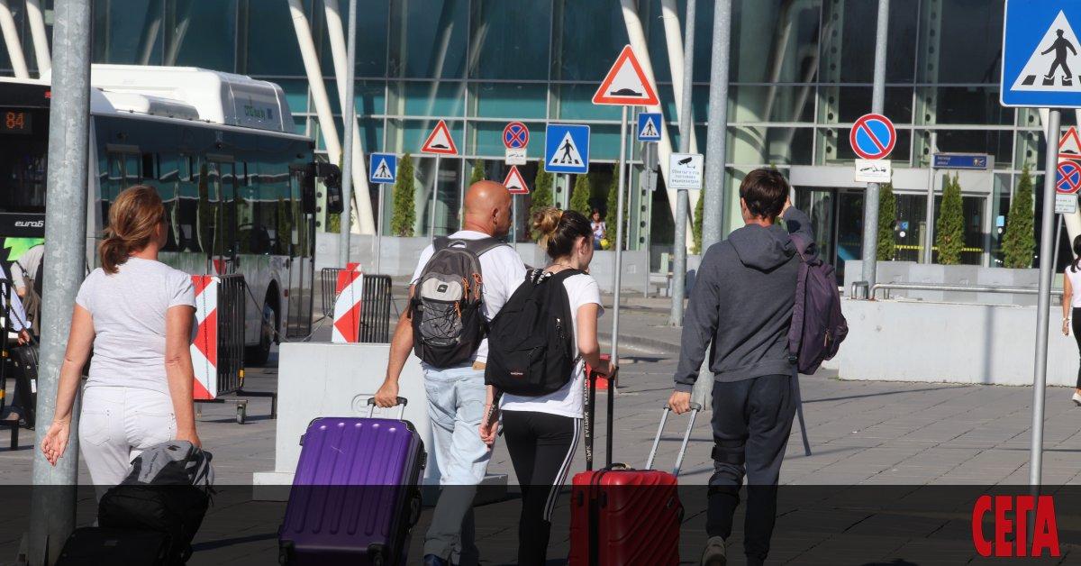 Все още няма изработена специална застраховка по поводCOVID-19 за пътуващи
