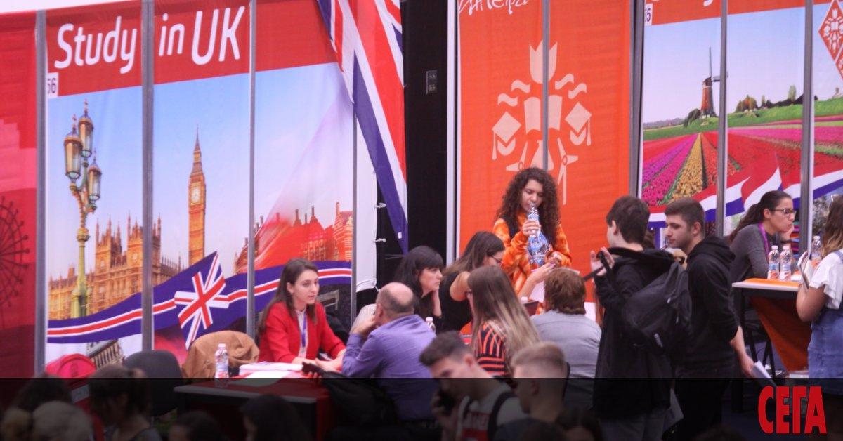 Българските кандидати за обучение в английски университети с пълно финансиране