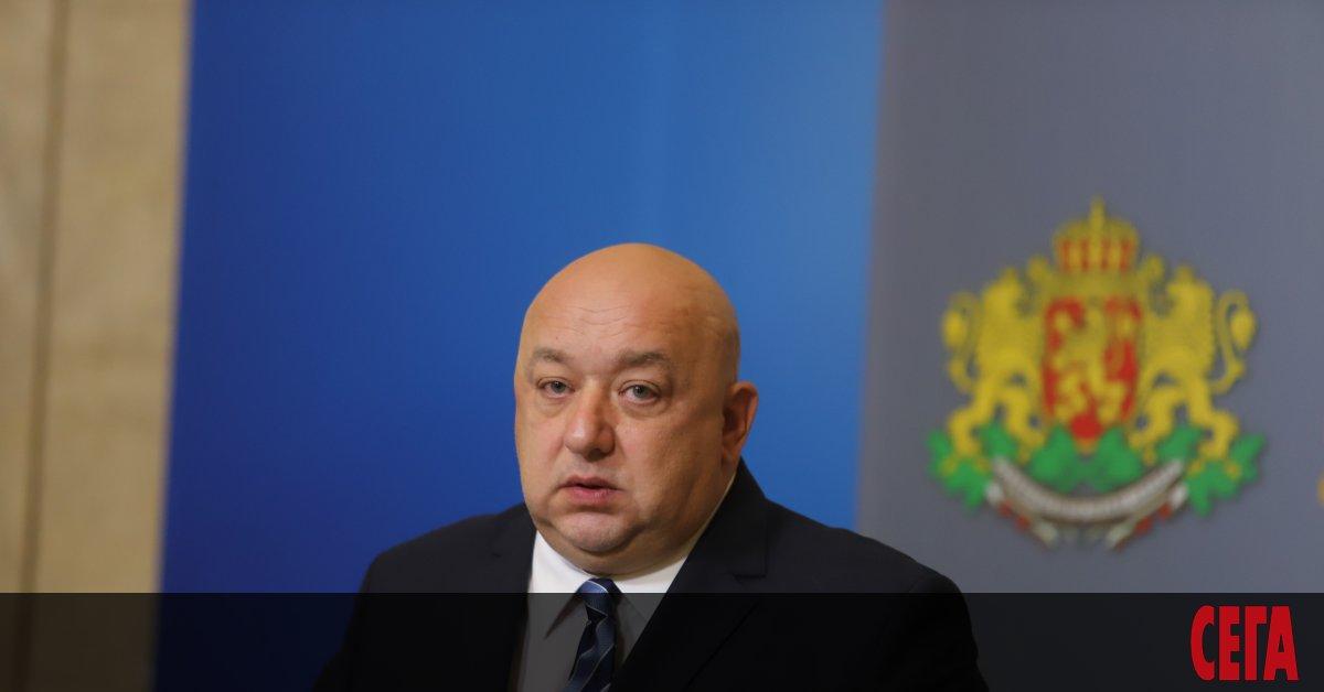 Спортният министър Красен Кралев реши публично да отговори на плъзналите