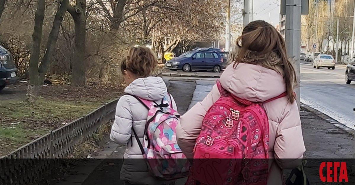 Програма за сексуално образование предизвика раздор в пернишко училище, съобщи