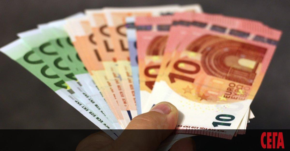 922 милиона евро са изпратили българите, живеещи в чужбина, на