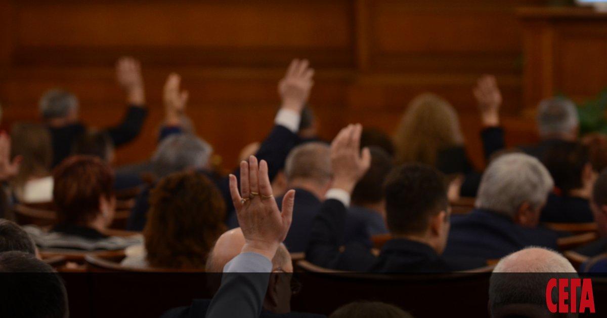 На пръв поглед, работата на Народното събрание изглежда пределно ясна.