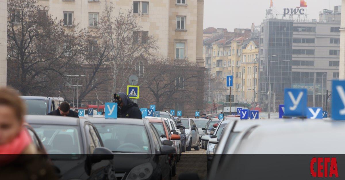 Автоинструктори излязоха на протест срещу поредните реформи в шофьорските курсове