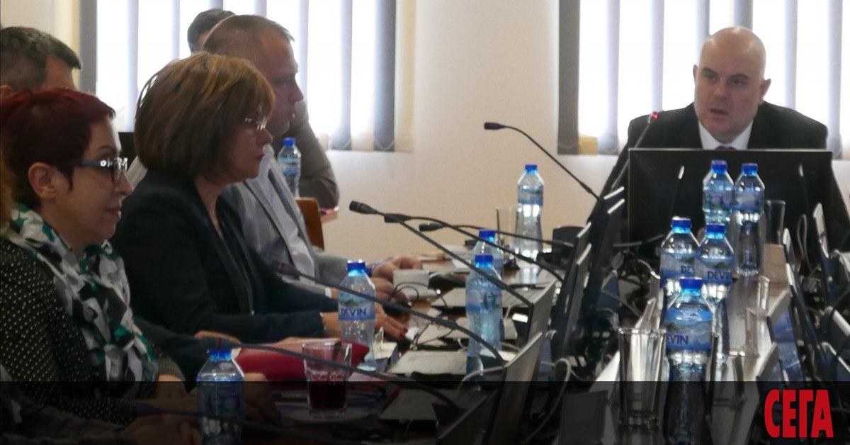 След скандала с депутатските заплати главният прокурор Иван Гешев отвори