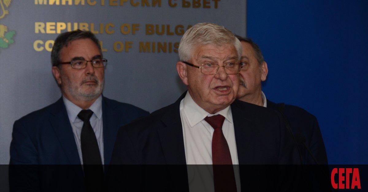 Здравният министър Кирил Ананиев излезе с поредна ограничителна заповед за