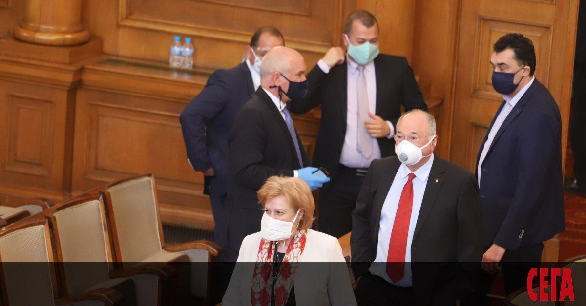 Решението на парламента депутатите не само да замразят, но и