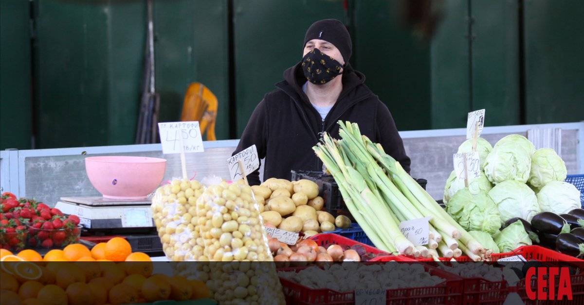 Цените на зеленчуците и плодовете уверено вървят надолу. Това сочат