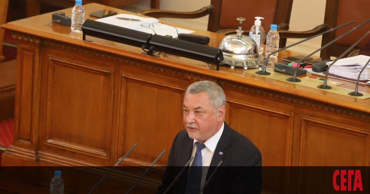 Народното събрание спешно подготвядекларация, вкоято се призовавабългарското правителство да предприеме
