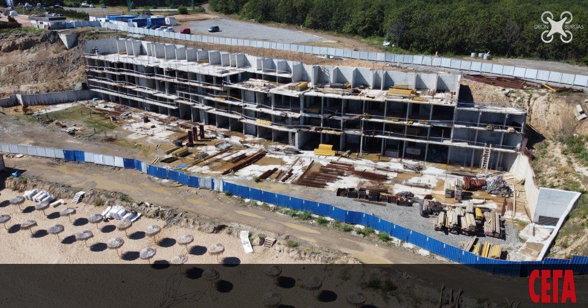 Служител на РИОСВ - Бургас, подписал разрешенията за бетона на