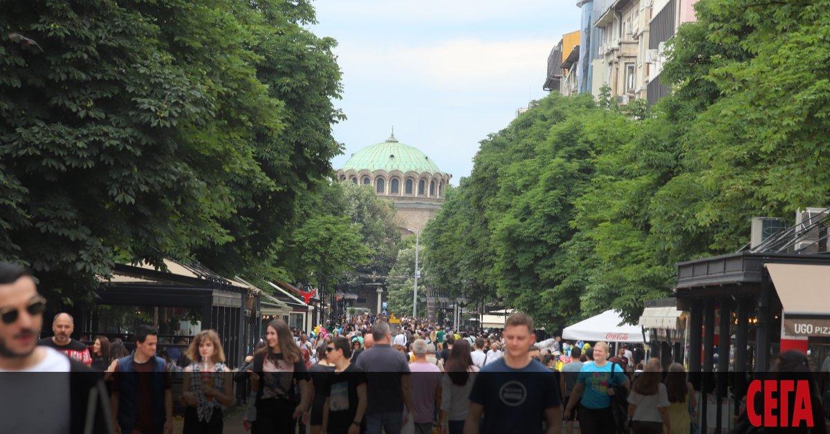 С около 35 000 души е намаляло населението на България