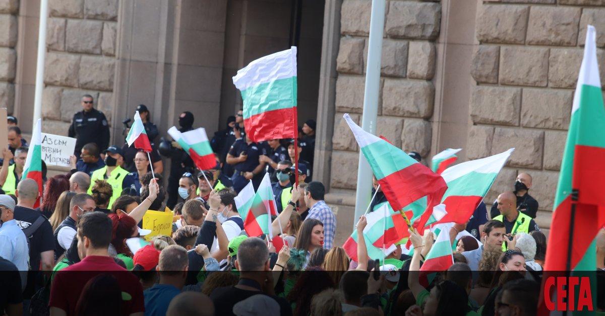 Няколкохиляди са вече протестиращите пред Министерски съвет. В петия ден