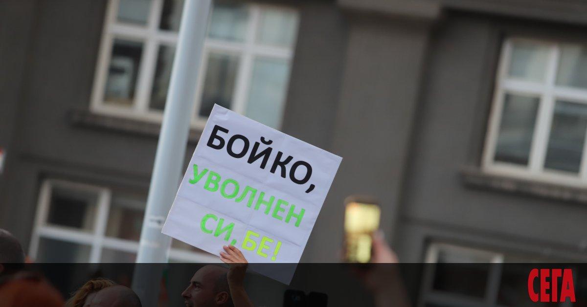 Протестиращи се събират за шести пореден ден в центъра на