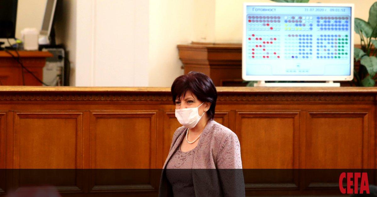 Председателят на Народното събрание Цвета Караянчева размотава искането на социалистите