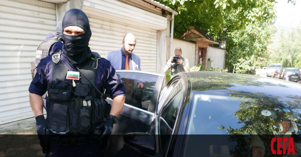Прокуратурата обяви, че арестуваните в петък хора на Васил Божков