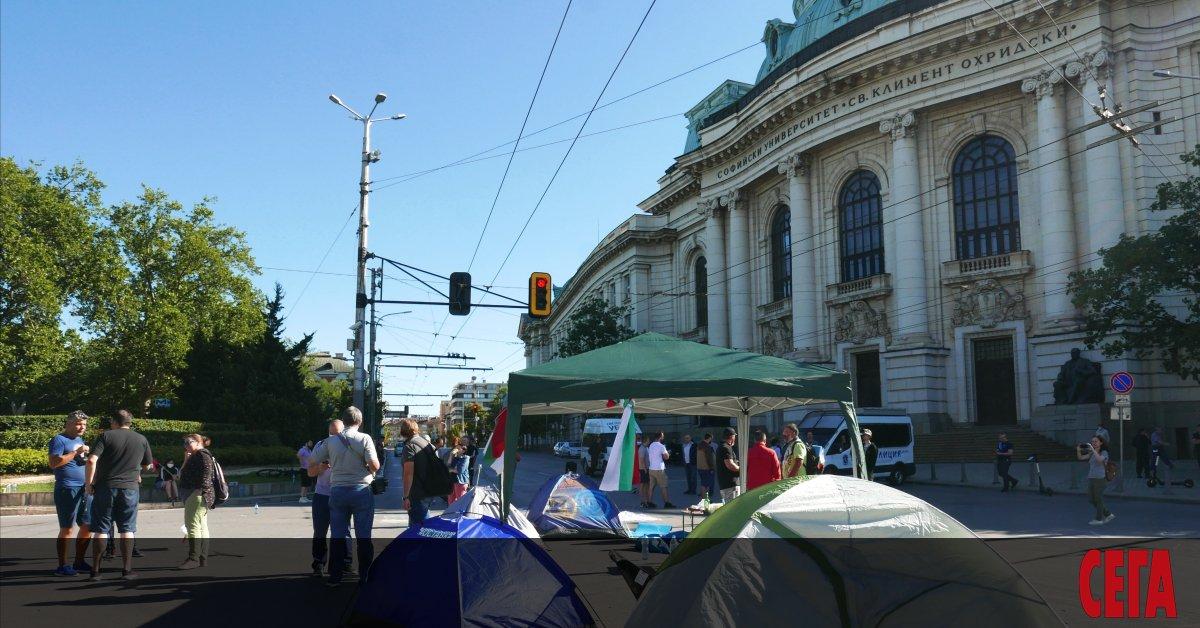Едно от трите блокирани основни кръстовища в София - това