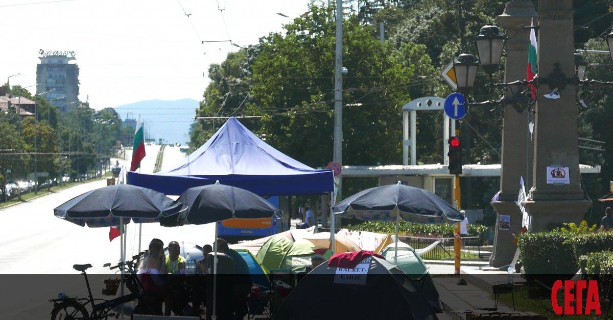 Полиция е атакувала палатковите лагери и е разчистила блокираните кръстовища