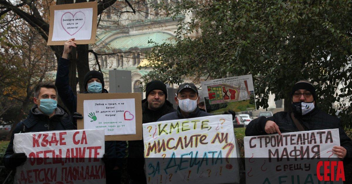 Родители се събират на протест пред общината в София заради