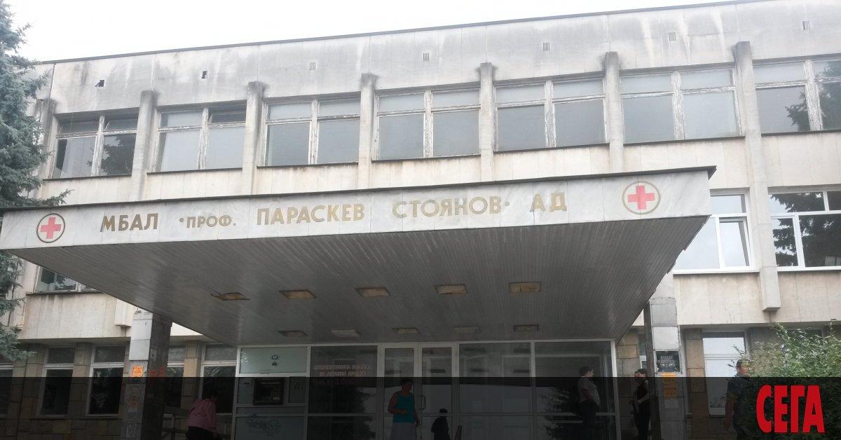 Болниците в страната продължават да изнемогват в условията на епидемия.