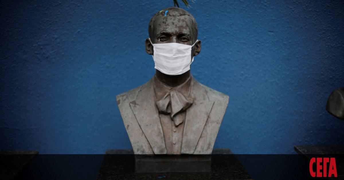 Усилията на Бразилия да омаловажи заплахата от коронавируса се провалиха