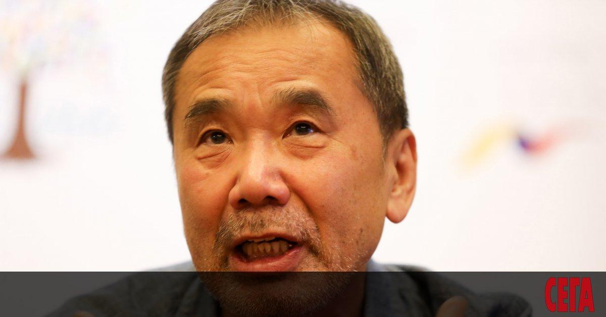 Японският писател Харуки Мураками казва, че политиците трябва да помогнат