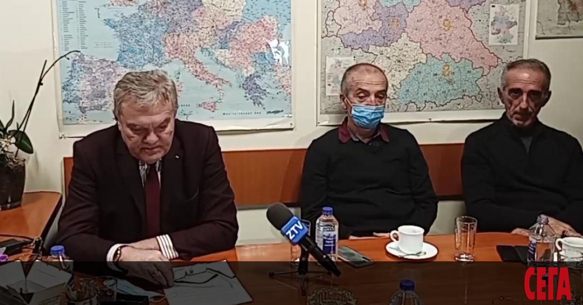 Доц. Атанас Мангъров, най-изявеният критик на всичко около коронавируса в