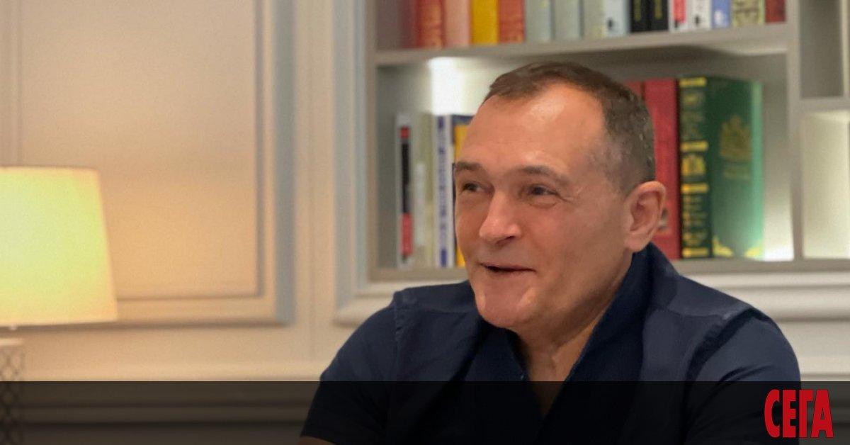 Бизнесменът Васил Божков обяви, че се връща в България и