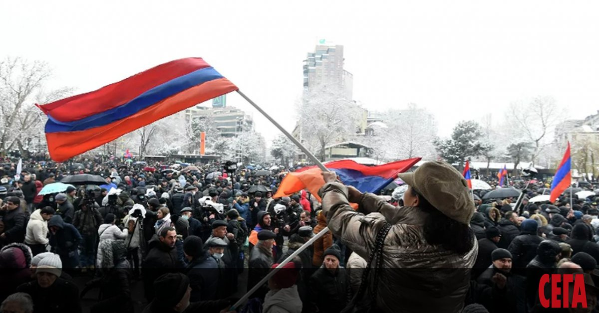 Генералният щаб на арменската армия поиска оставката на премиера Никол