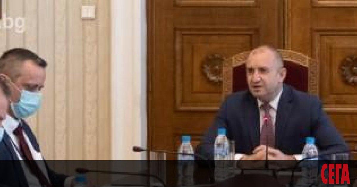 Президентът Румен Радев обяви, че излиза от карантина и веднага