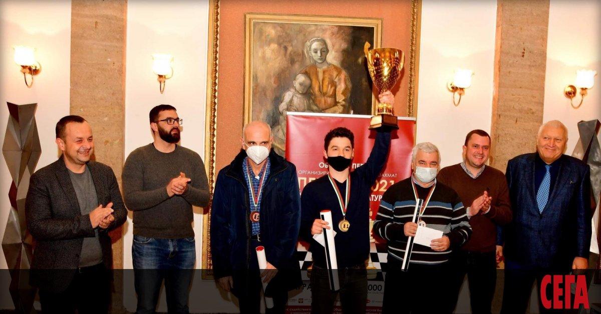 Шампионът на България Мартин Петров спечели открития шахматен турнир