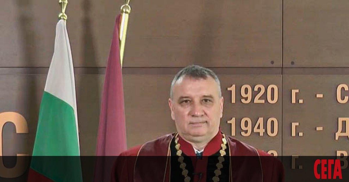 Уволненият доцент Мартин Осиковски може да се върне на работа