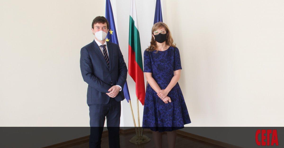 Външният министър в оставкаЕкатерина Захариева е приела чешкия посланик Рукаш