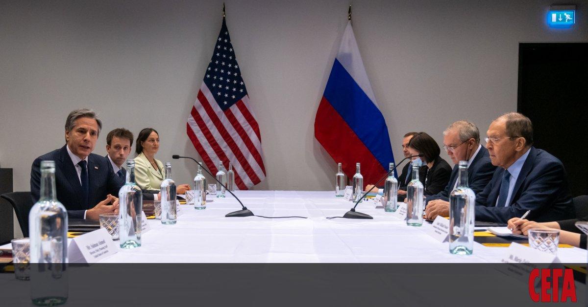 Първите дипломати на САЩ и Русия проведоха двучасова срещав Рейкявик.