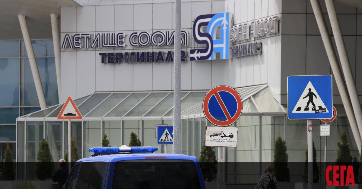 Осем испански граждани, пристигнали днес на Летище София с полет