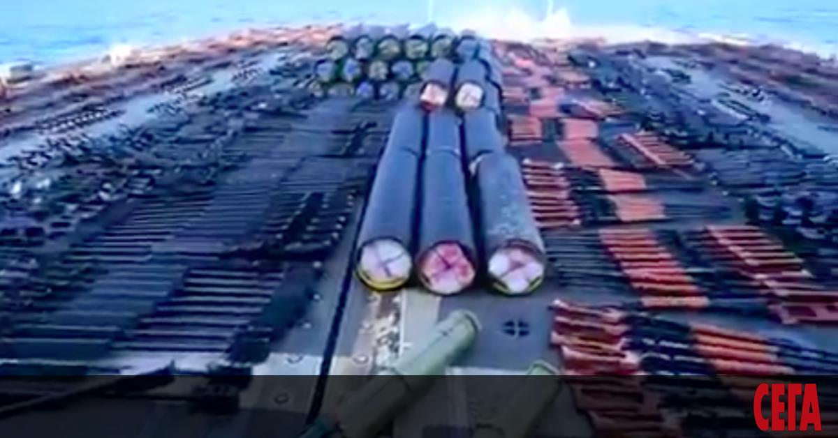 Хиляди незаконни оръжиясазадържани от американския крайцер