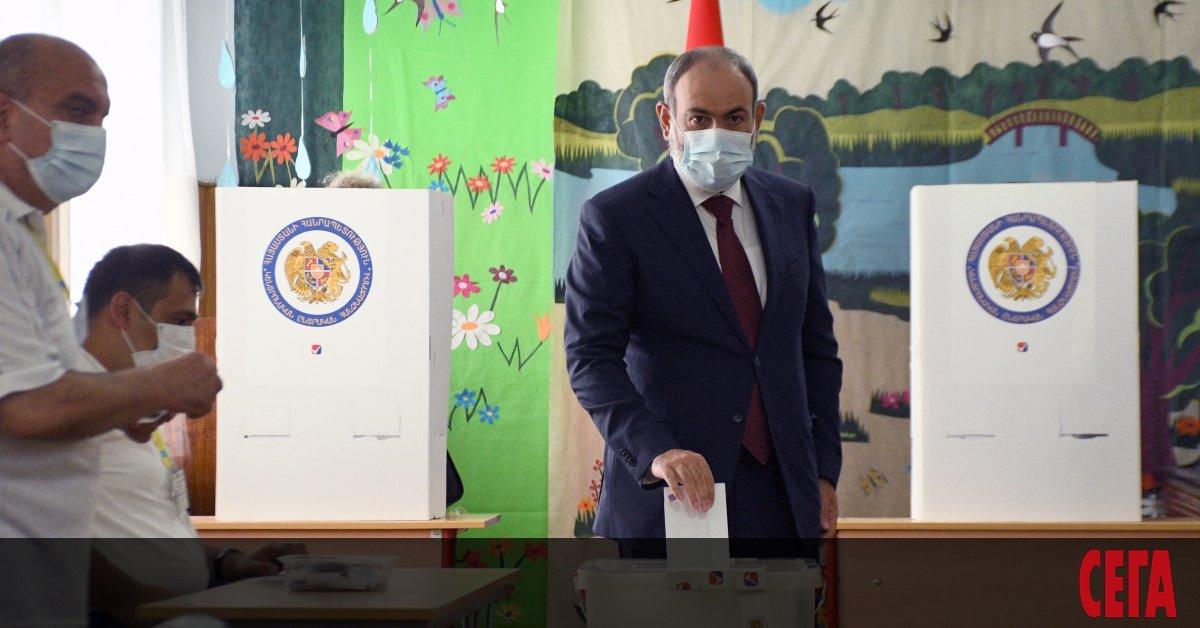 Днес арменците гласуват на предсрочни парламентарни избори, които би трябвало