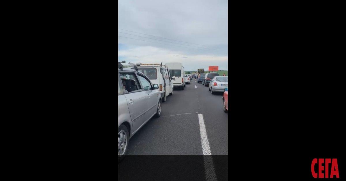 "Километрично задръстване на автомагистрала ""Тракия"", движението към Бургас след Пловдив"