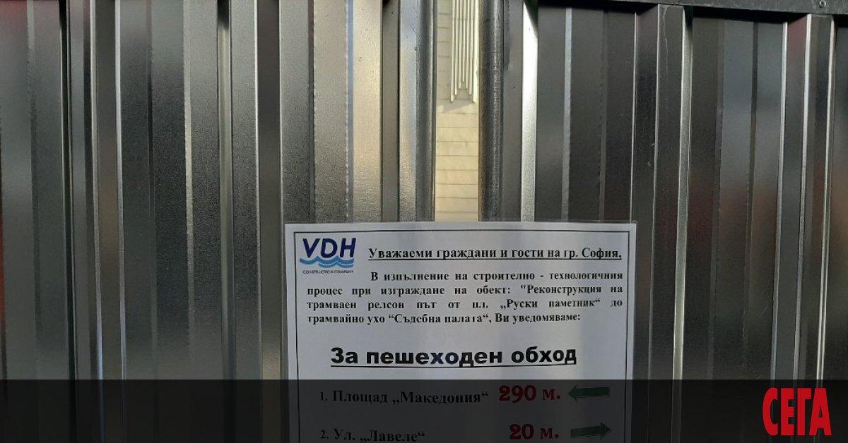 """Ремонтът на централната софийска улица """"Алабин"""" все повече се превръща"""