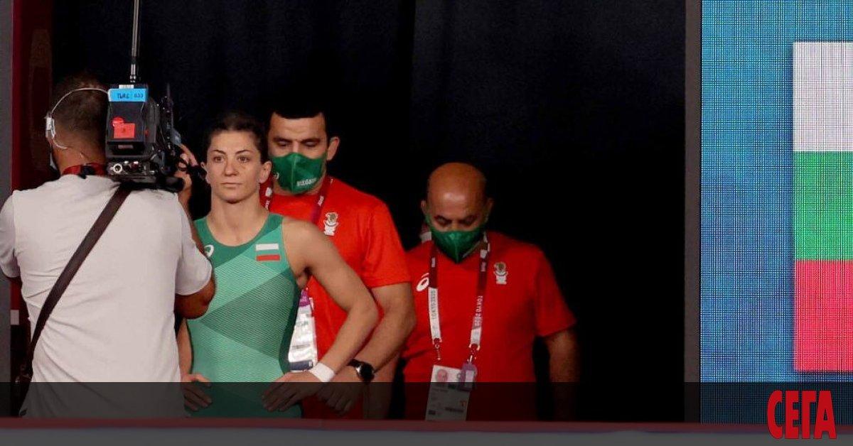 Дебютантката на олимпийски игри Евелина Николова се класира за 1/2-финалите